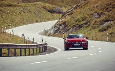 Lexus_LC500_dynamic_013