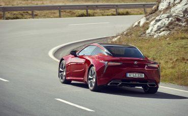 Lexus_LC500_dynamic_017
