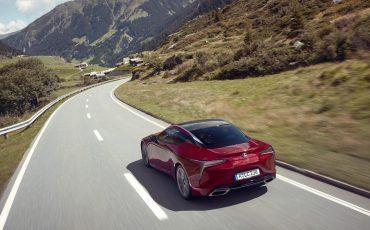 Lexus_LC500_dynamic_018