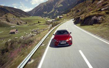 Lexus_LC500_dynamic_025