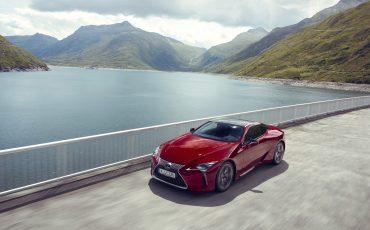 Lexus_LC500_dynamic_030