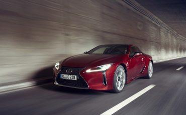 Lexus_LC500_dynamic_032