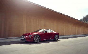 Lexus_LC500_dynamic_034