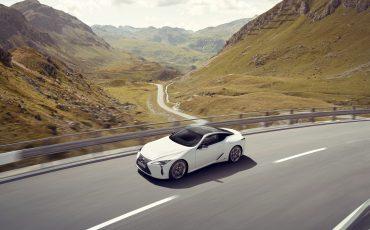 Lexus_LC500h_dynamic_001