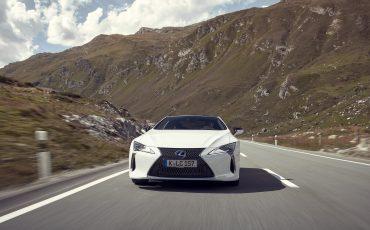 Lexus_LC500h_dynamic_008