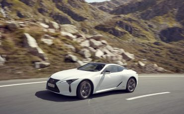 Lexus_LC500h_dynamic_011