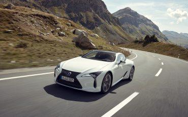 Lexus_LC500h_dynamic_012