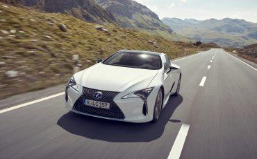 Lexus_LC500h_dynamic_013