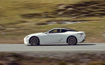 Lexus_LC500h_dynamic_015