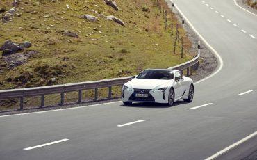 Lexus_LC500h_dynamic_017