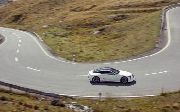 Lexus_LC500h_dynamic_020