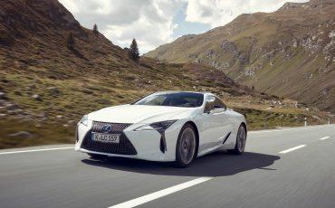 Lexus_LC500h_dynamic_021