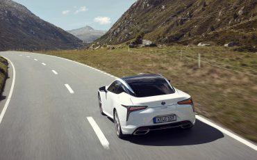 Lexus_LC500h_dynamic_022