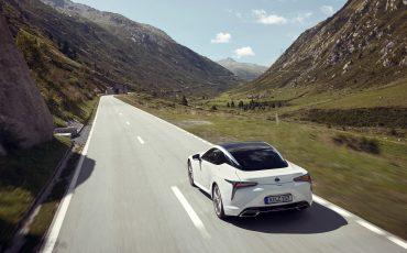 Lexus_LC500h_dynamic_023