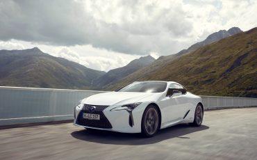 Lexus_LC500h_dynamic_025