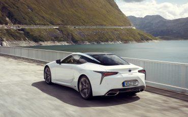 Lexus_LC500h_dynamic_026