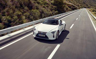 Lexus_LC500h_dynamic_028