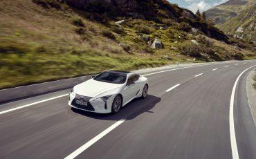 Lexus_LC500h_dynamic_029