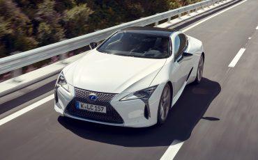 Lexus_LC500h_dynamic_030