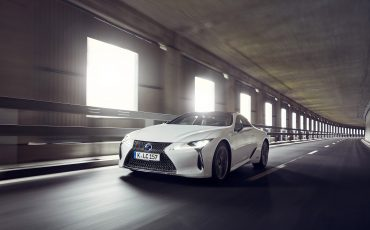 Lexus_LC500h_dynamic_031