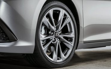 15-Lexus-ES-F-SPORT