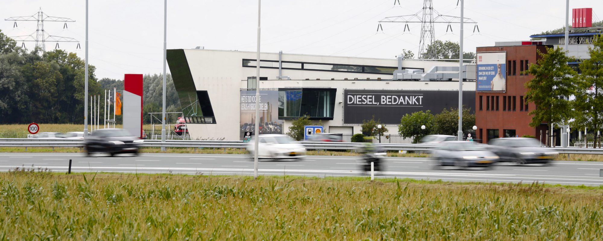 Lexus bedankt diesel met nieuwe campagne
