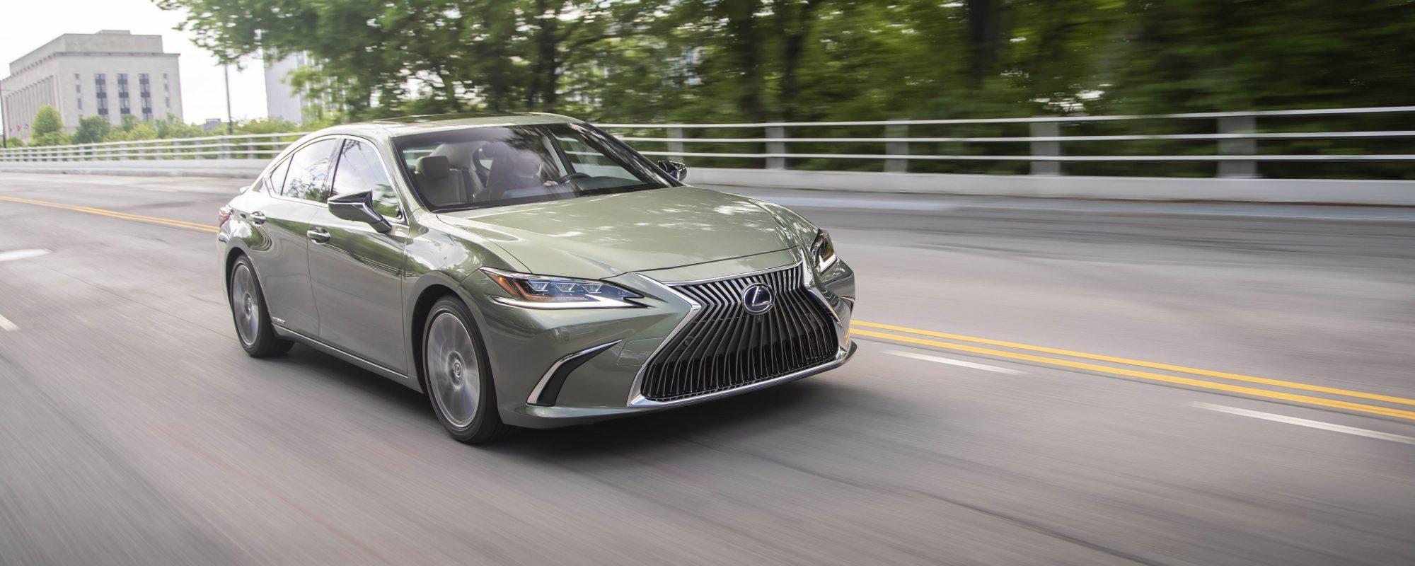 Lexus geeft prijzen nieuwe Lexus ES 300[h] vrij