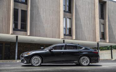 Lexus ES 300H - GRAPHITE BLACK (2)