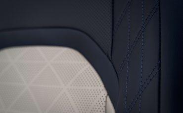 Zeven-unieke-kenmerken-van-de-nieuwe-Lexus-UX-9