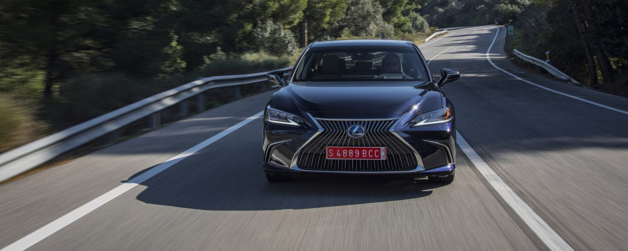 Lexus ES 300[h] nu bij de dealer