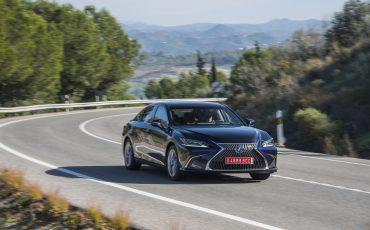 10-Lexus-ES-300h-Deep-Blue-dynamic