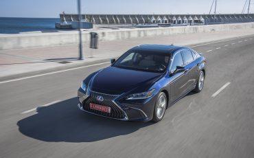 13-Lexus-ES-300h-Deep-Blue-dynamic