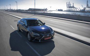 14-Lexus-ES-300h-Deep-Blue-dynamic