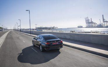20-Lexus-ES-300h-Deep-Blue-dynamic