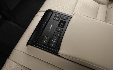 21-Lexus-ES-300h-Deep-Blue-detail