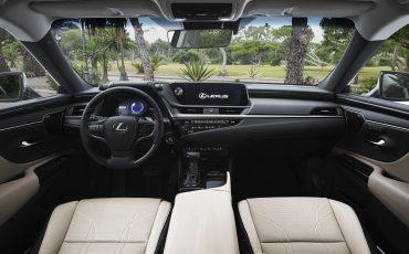 22-Lexus-ES-300h-Deep-Blue-detail