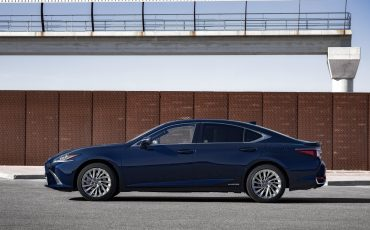 23-Lexus-ES-300h-Deep-Blue-static