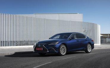 24-Lexus-ES-300h-Deep-Blue-static
