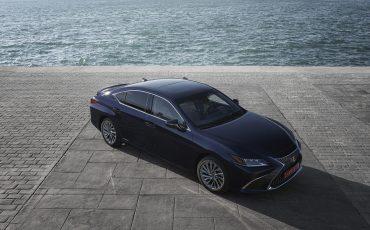 27-Lexus-ES-300h-Deep-Blue-static