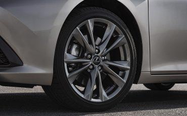 37-Lexus-ES-300h-Sonic-Titanium-detail