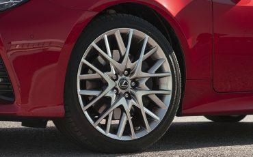 37-Lexus-RC-300h-Radiant-Red-detail