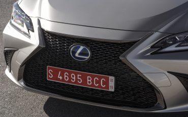 38-Lexus-ES-300h-Sonic-Titanium-detail