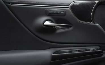 40-Lexus-ES-300h-Sonic-Titanium-detail