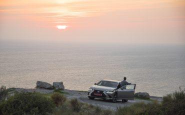 60-Lexus-ES-300h-Sonic-Titanium-dynamic