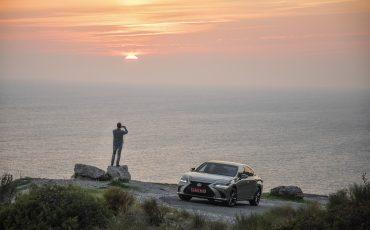 61-Lexus-ES-300h-Sonic-Titanium-dynamic