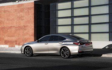 62-Lexus-ES-300h-Sonic-Titanium-static