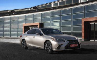 63-Lexus-ES-300h-Sonic-Titanium-static