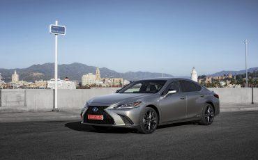 64-Lexus-ES-300h-Sonic-Titanium-static