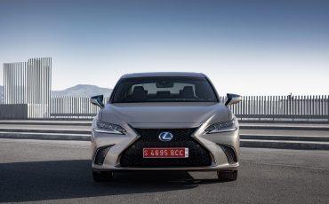 65-Lexus-ES-300h-Sonic-Titanium-static