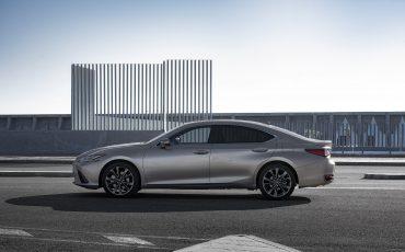 67-Lexus-ES-300h-Sonic-Titanium-static